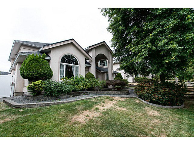 Main Photo: 19122 64 Avenue in Surrey: Cloverdale BC House for sale (Cloverdale)  : MLS®# F1446723