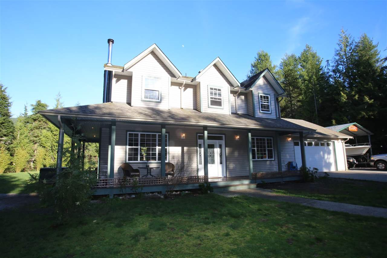 Photo 2: Photos: 5980 SECHELT INLET Road in Sechelt: Sechelt District House for sale (Sunshine Coast)  : MLS®# R2045230