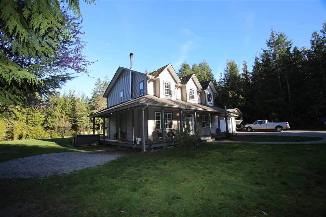 Photo 1: Photos: 5980 SECHELT INLET Road in Sechelt: Sechelt District House for sale (Sunshine Coast)  : MLS®# R2045230