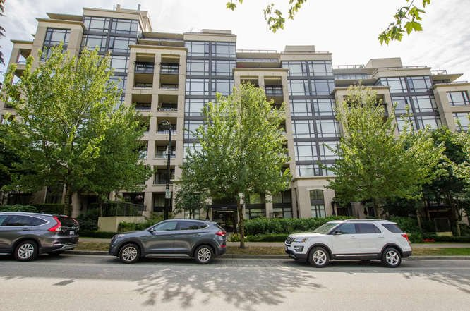 "Main Photo: 900 9310 UNIVERSITY Crescent in Burnaby: Simon Fraser Univer. Condo for sale in ""1 University"" (Burnaby North)  : MLS®# R2193160"