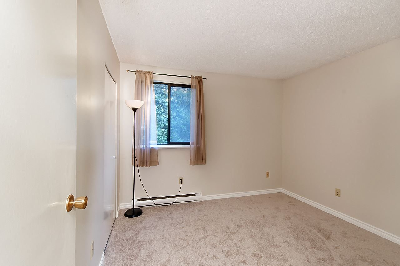 "Photo 9: Photos: 202 9150 SATURNA Drive in Burnaby: Simon Fraser Hills Townhouse for sale in ""MOUNTAINWOOD"" (Burnaby North)  : MLS®# R2218208"