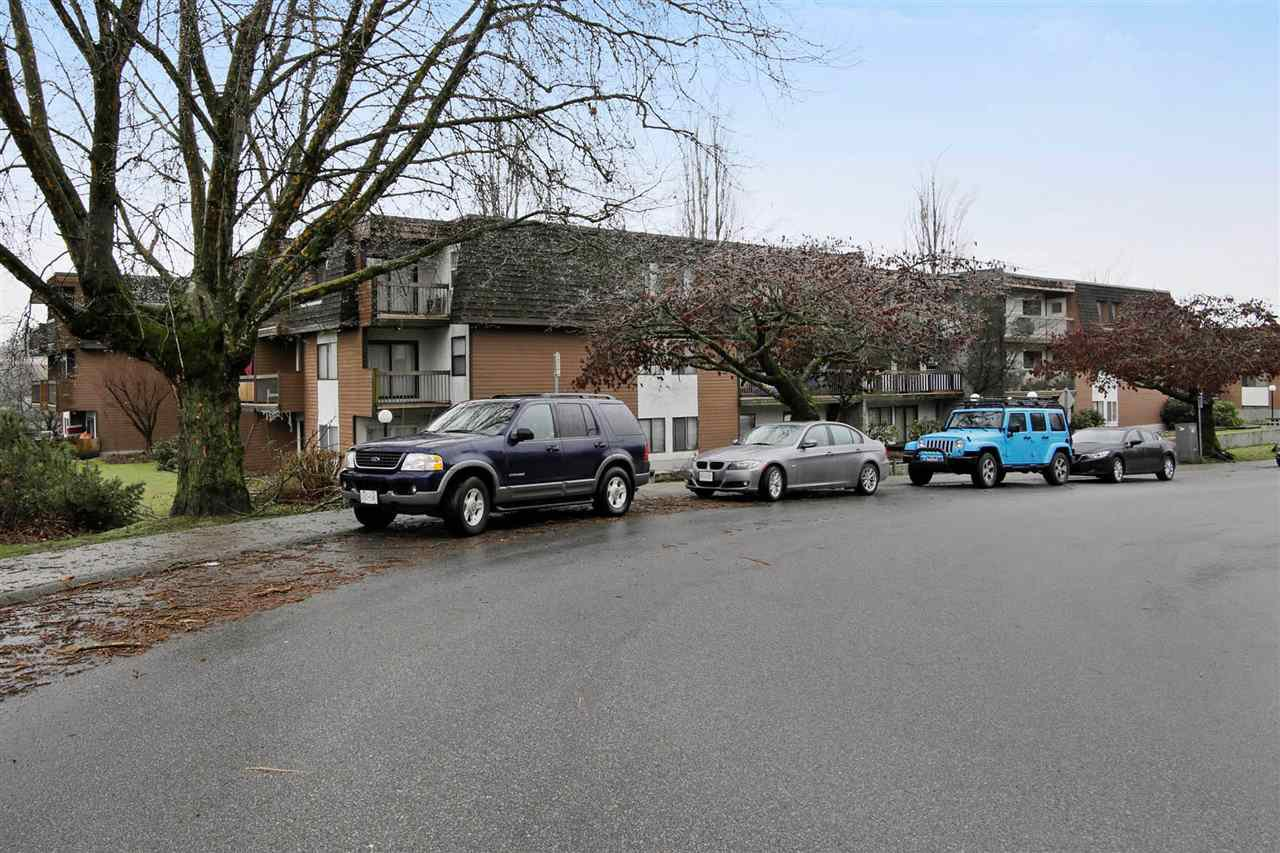 Main Photo: 213 33870 FERN Street in Abbotsford: Central Abbotsford Condo for sale : MLS®# R2231970