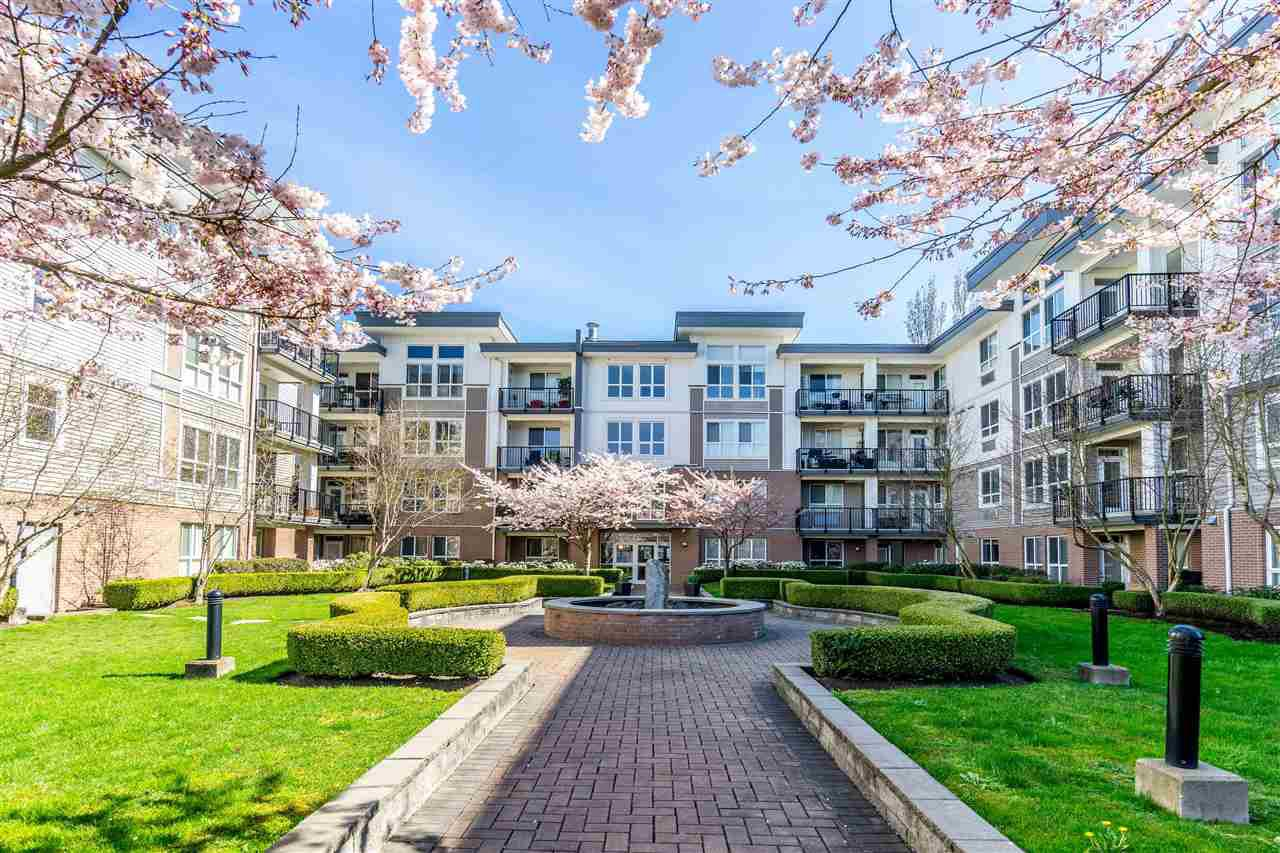 Main Photo: 406 5430 201 Street in Langley: Langley City Condo for sale : MLS®# R2356025