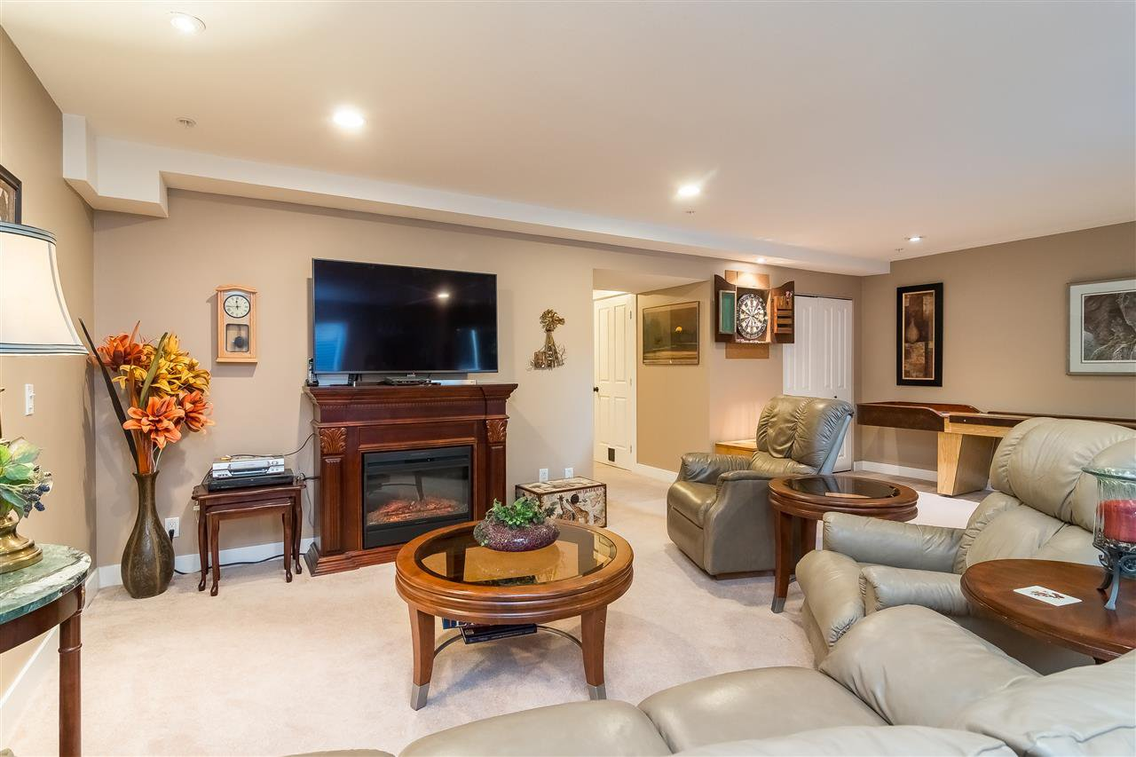 """Photo 17: Photos: 23029 JENNY LEWIS Avenue in Langley: Fort Langley House for sale in """"BEDFORD LANDING"""" : MLS®# R2359056"""