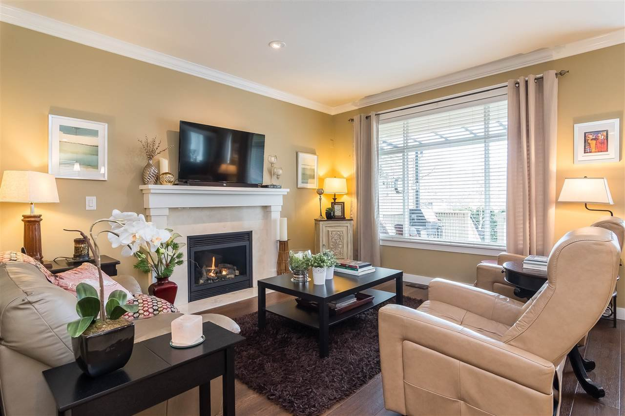 """Photo 9: Photos: 23029 JENNY LEWIS Avenue in Langley: Fort Langley House for sale in """"BEDFORD LANDING"""" : MLS®# R2359056"""