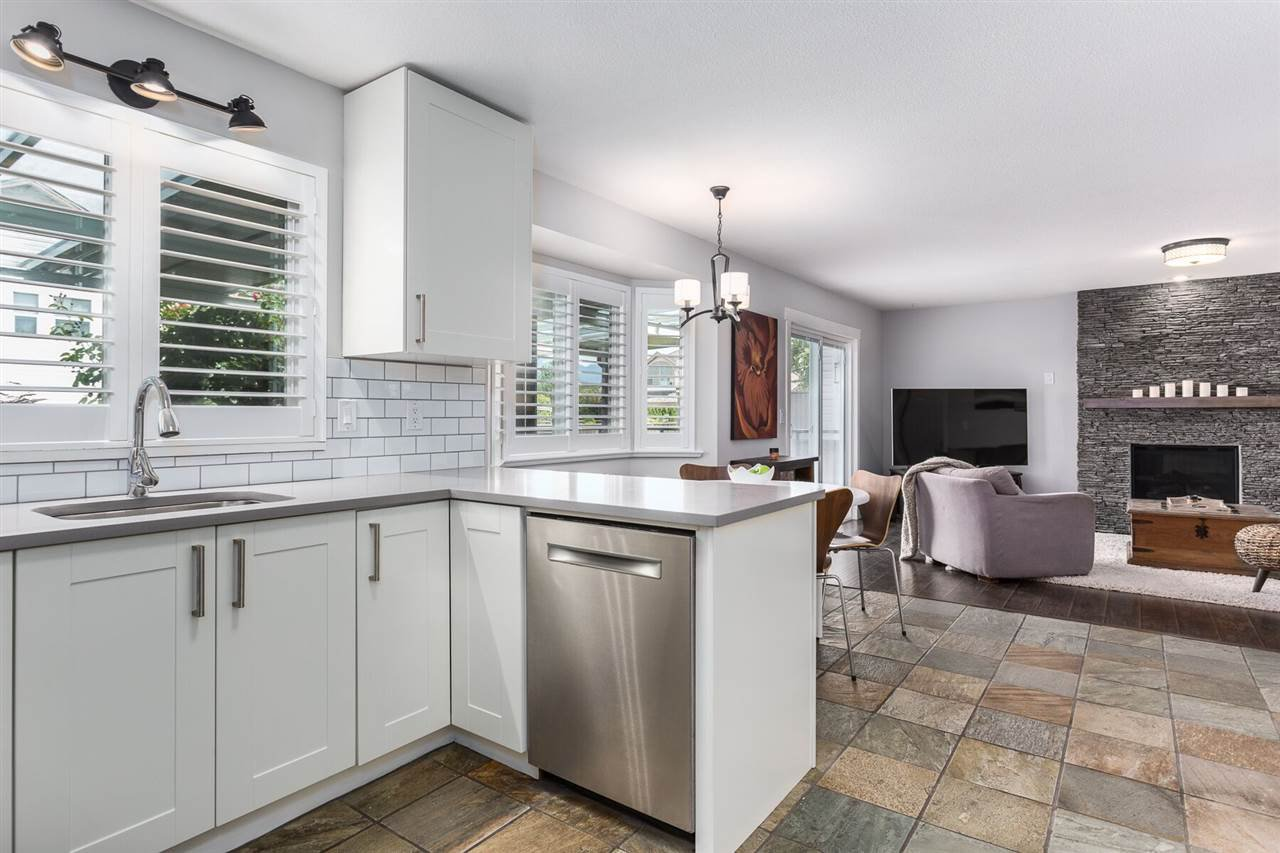 """Photo 10: Photos: 12023 CHESTNUT Crescent in Pitt Meadows: Mid Meadows House for sale in """"Somerset"""" : MLS®# R2379799"""