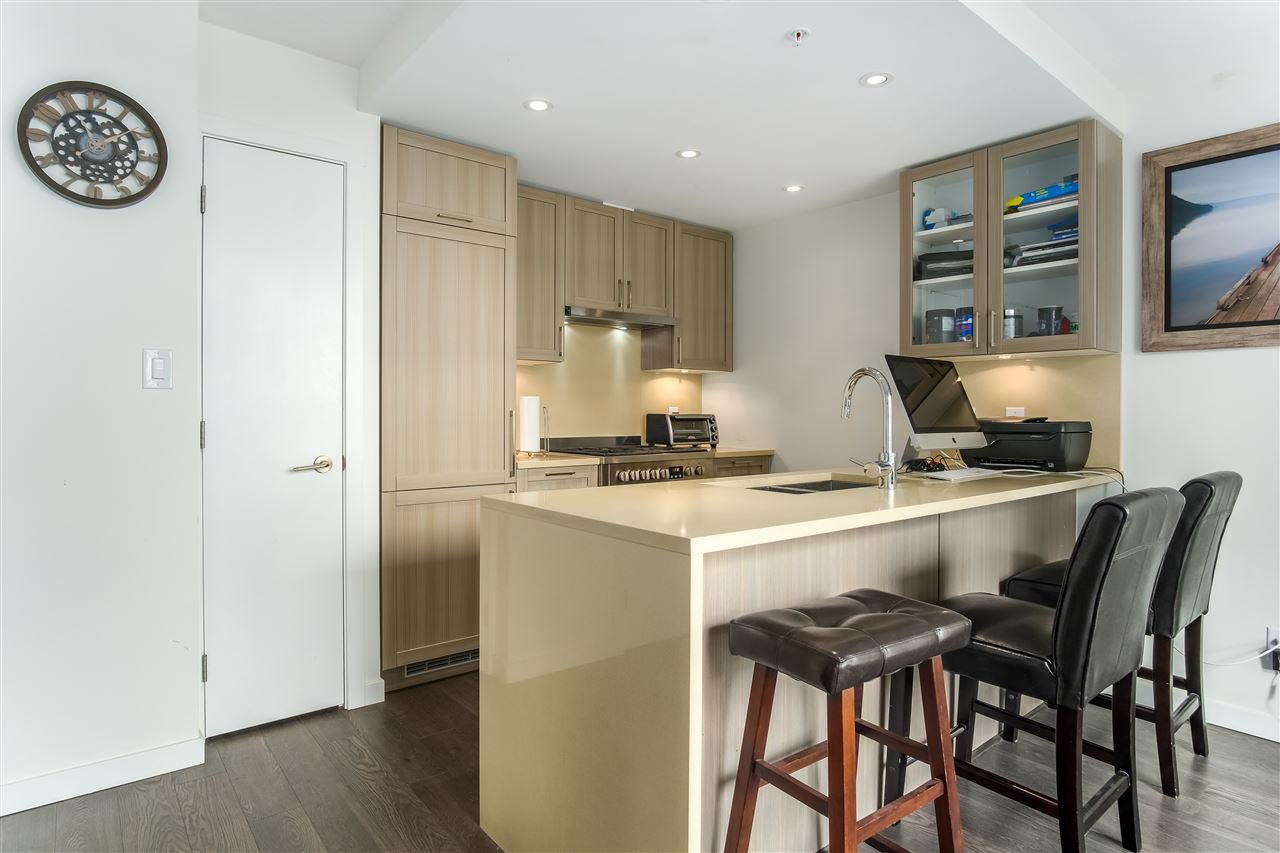 """Main Photo: 1011 5665 BOUNDARY Road in Vancouver: Collingwood VE Condo for sale in """"WALL CENTRE CENTRAL PARK"""" (Vancouver East)  : MLS®# R2458768"""