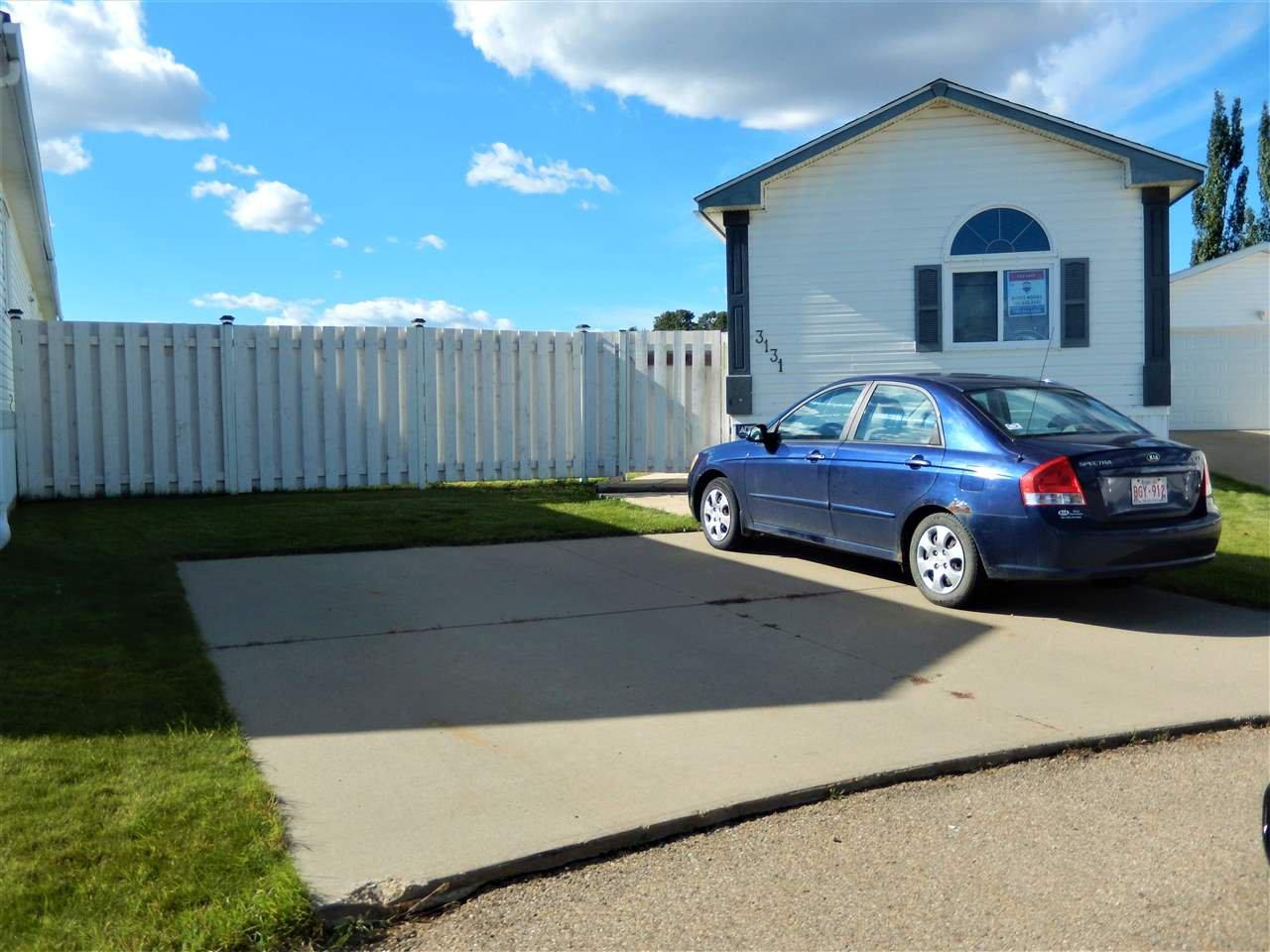 Main Photo: 3131 Lakewood Crescent in Edmonton: Zone 59 Mobile for sale : MLS®# E4214101