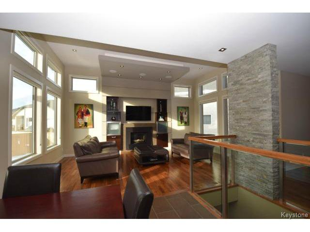 Photo 2: Photos: 187 McBeth Grove in WINNIPEG: West Kildonan / Garden City Residential for sale (North West Winnipeg)  : MLS®# 1504824