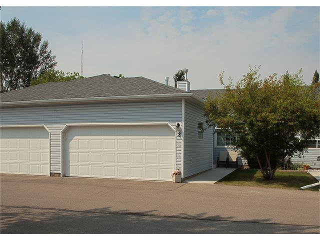 Main Photo: 8 105 ELM Place: Okotoks House for sale : MLS®# C4024142