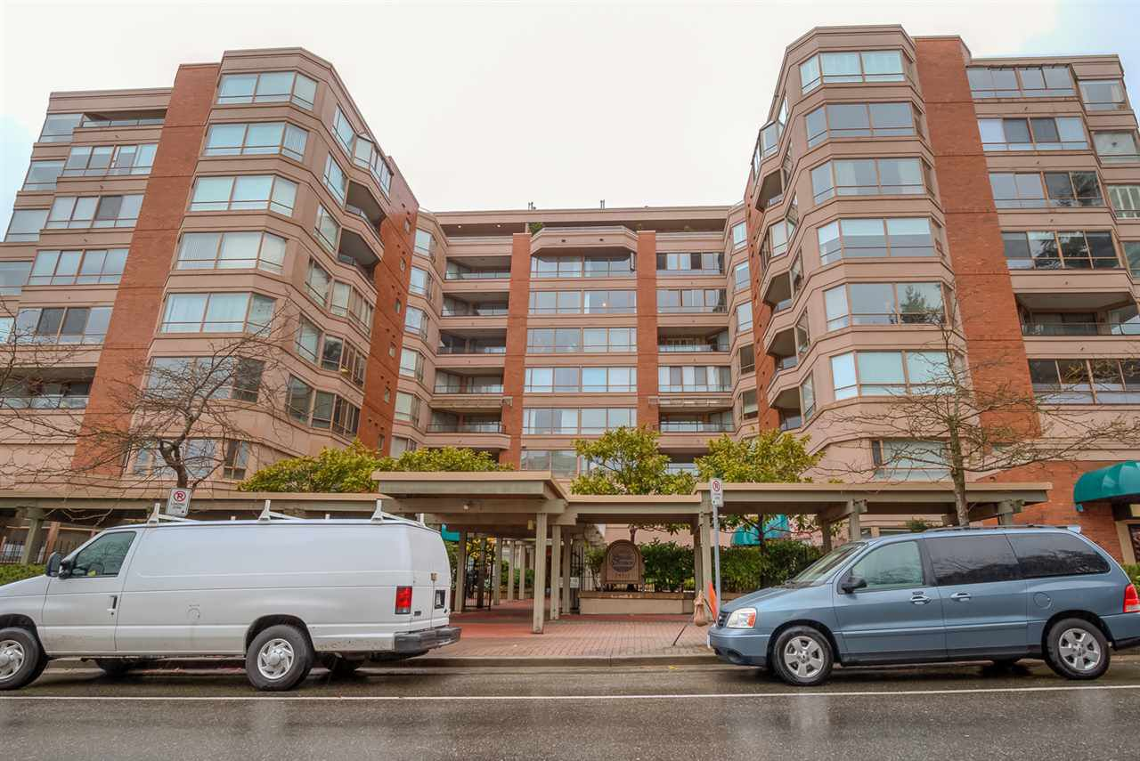 """Main Photo: 804 15111 RUSSELL Avenue: White Rock Condo for sale in """"Pacific Terrace"""" (South Surrey White Rock)  : MLS®# R2074586"""