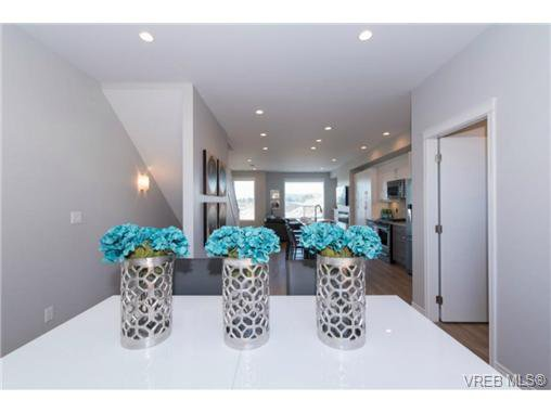 Photo 12: Photos: 955 Pharoah Mews in VICTORIA: La Florence Lake Row/Townhouse for sale (Langford)  : MLS®# 740677