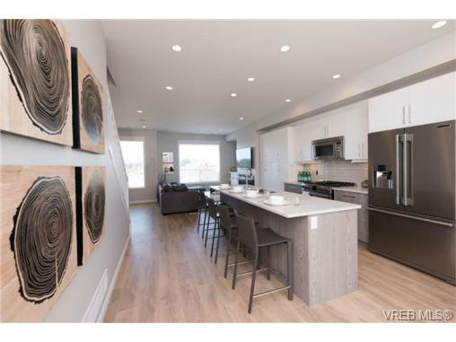 Photo 15: Photos: 955 Pharoah Mews in VICTORIA: La Florence Lake Row/Townhouse for sale (Langford)  : MLS®# 740677