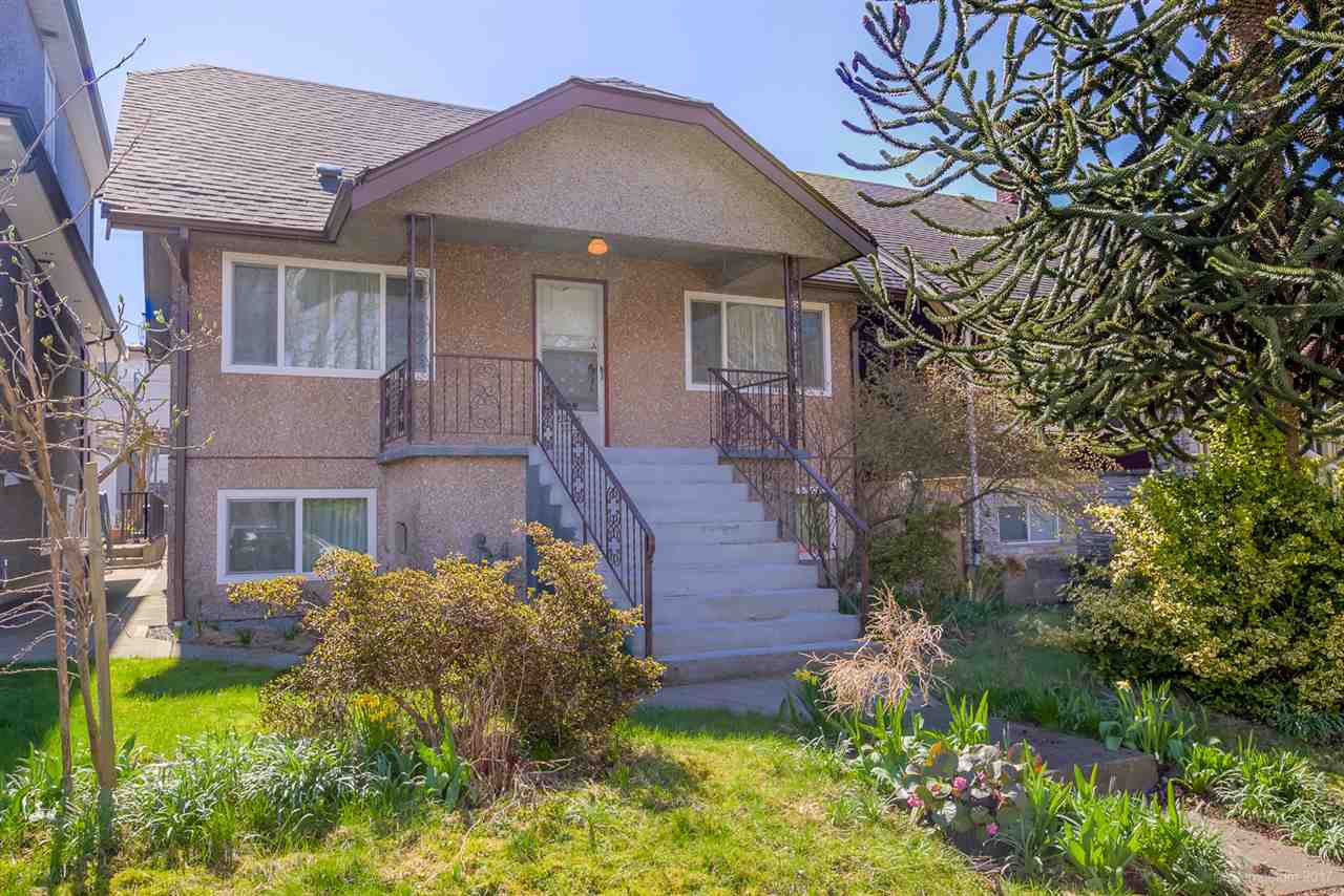 Main Photo: 2476 DUNDAS Street in Vancouver: Hastings East House for sale (Vancouver East)  : MLS®# R2151902