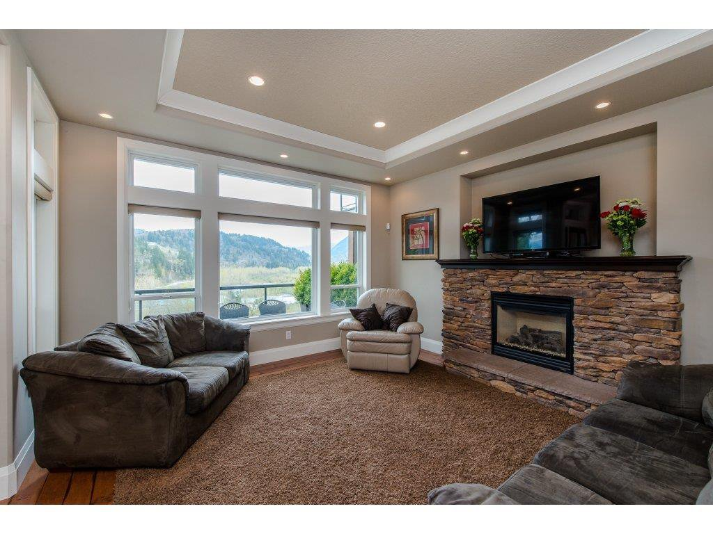 "Photo 5: Photos: 108 45473 ARIEL Place: Cultus Lake House for sale in ""RIVERSTONE HEIGHTS"" : MLS®# R2155607"