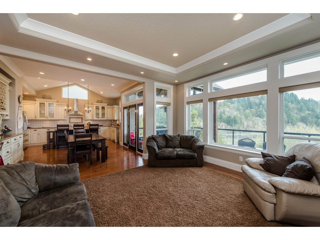 "Photo 4: Photos: 108 45473 ARIEL Place: Cultus Lake House for sale in ""RIVERSTONE HEIGHTS"" : MLS®# R2155607"