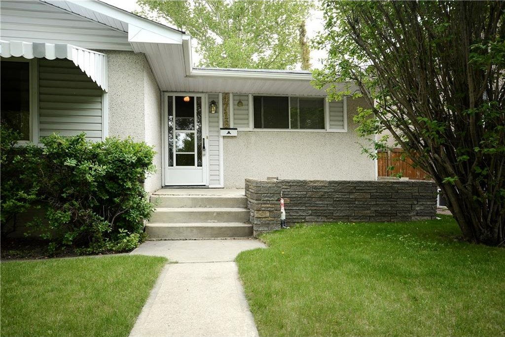 Photo 3: Photos: 4716 CHAPEL Road NW in Calgary: Charleswood House for sale : MLS®# C4118313
