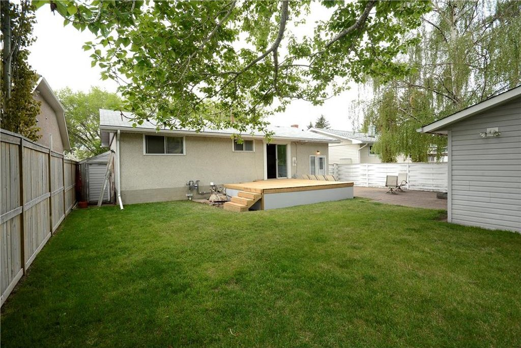 Photo 21: Photos: 4716 CHAPEL Road NW in Calgary: Charleswood House for sale : MLS®# C4118313