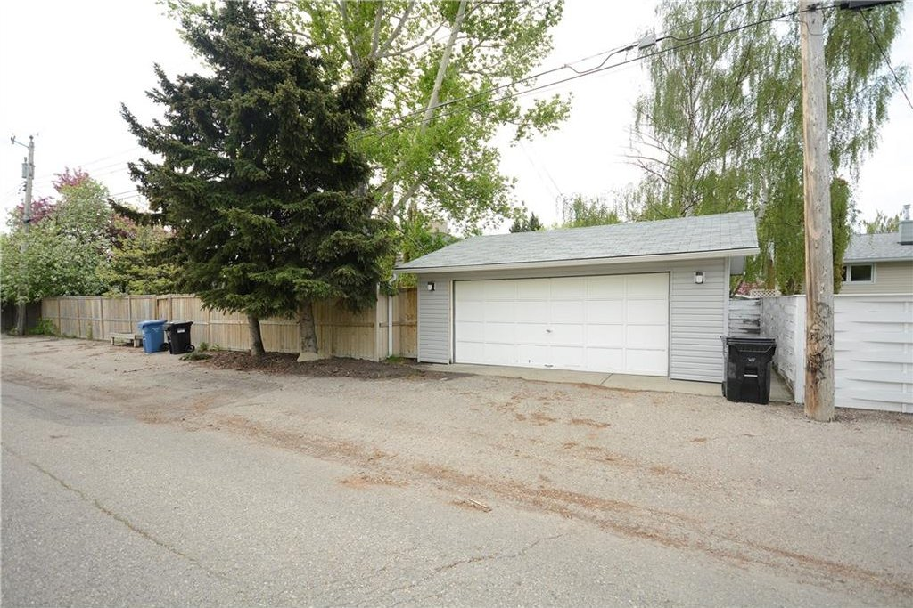 Photo 24: Photos: 4716 CHAPEL Road NW in Calgary: Charleswood House for sale : MLS®# C4118313