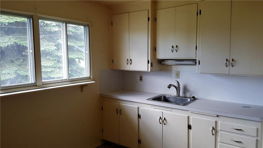Photo 7: Photos: 2403 32 Avenue SW in Calgary: Richmond House for sale : MLS®# C4123862