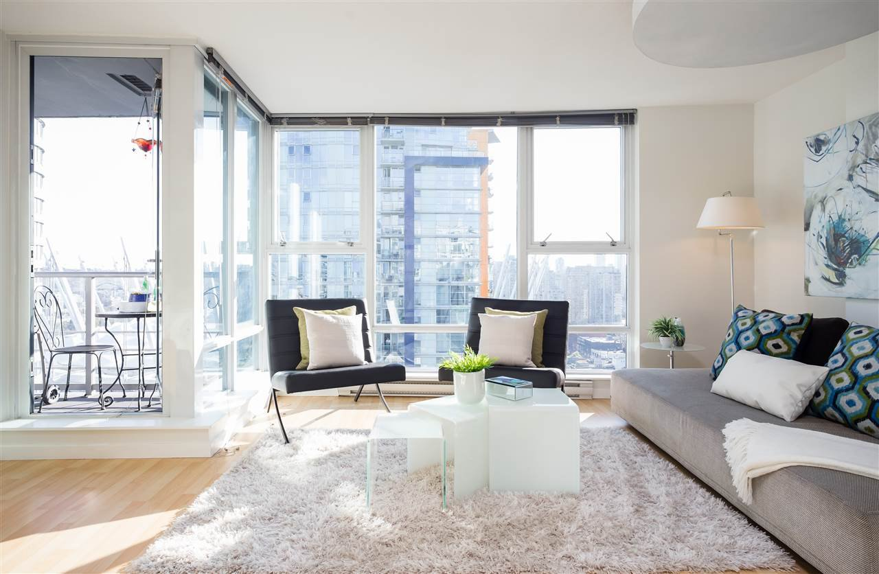 "Main Photo: 2707 131 REGIMENT Square in Vancouver: Downtown VW Condo for sale in ""SPECTRUM 3"" (Vancouver West)  : MLS®# R2198721"