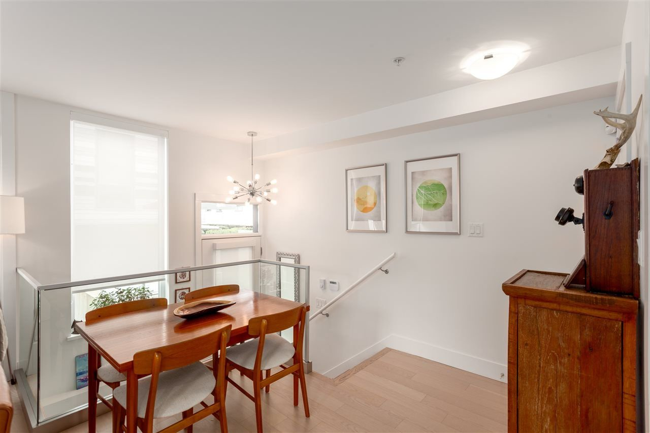 Photo 4: Photos: 4 1411 E 1ST AVENUE in Vancouver: Grandview VE Townhouse for sale (Vancouver East)  : MLS®# R2254853