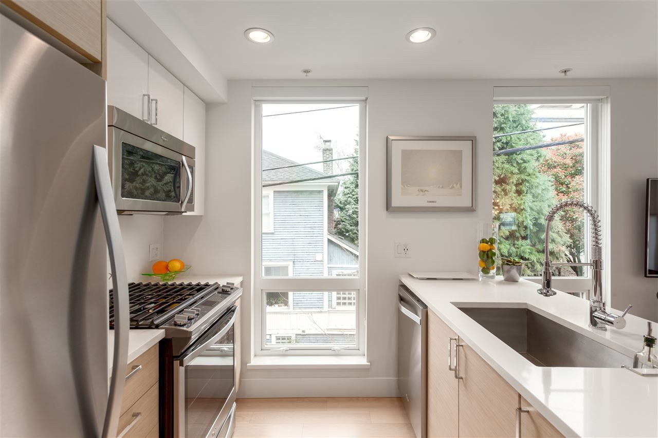Photo 9: Photos: 4 1411 E 1ST AVENUE in Vancouver: Grandview VE Townhouse for sale (Vancouver East)  : MLS®# R2254853