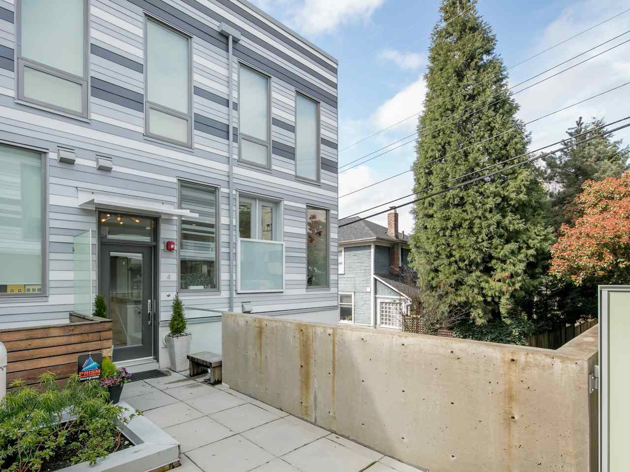 Photo 2: Photos: 4 1411 E 1ST AVENUE in Vancouver: Grandview VE Townhouse for sale (Vancouver East)  : MLS®# R2254853