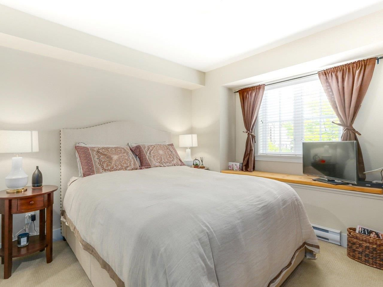 """Photo 10: Photos: 6181 OAK Street in Vancouver: South Granville Townhouse for sale in """"CARRINGTON"""" (Vancouver West)  : MLS®# R2295526"""