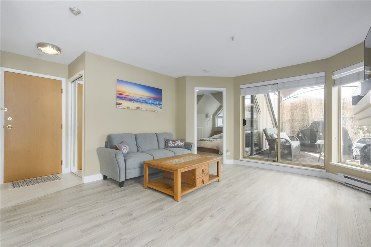 """Photo 4: Photos: 407 1650 GRANT Avenue in Port Coquitlam: Glenwood PQ Condo for sale in """"FORESTSIDE"""" : MLS®# R2353372"""