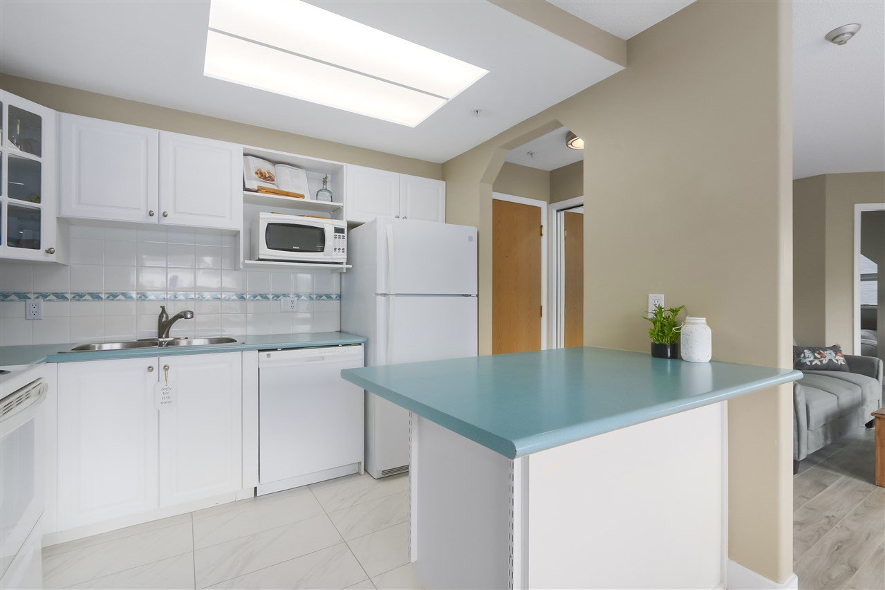 """Photo 8: Photos: 407 1650 GRANT Avenue in Port Coquitlam: Glenwood PQ Condo for sale in """"FORESTSIDE"""" : MLS®# R2353372"""