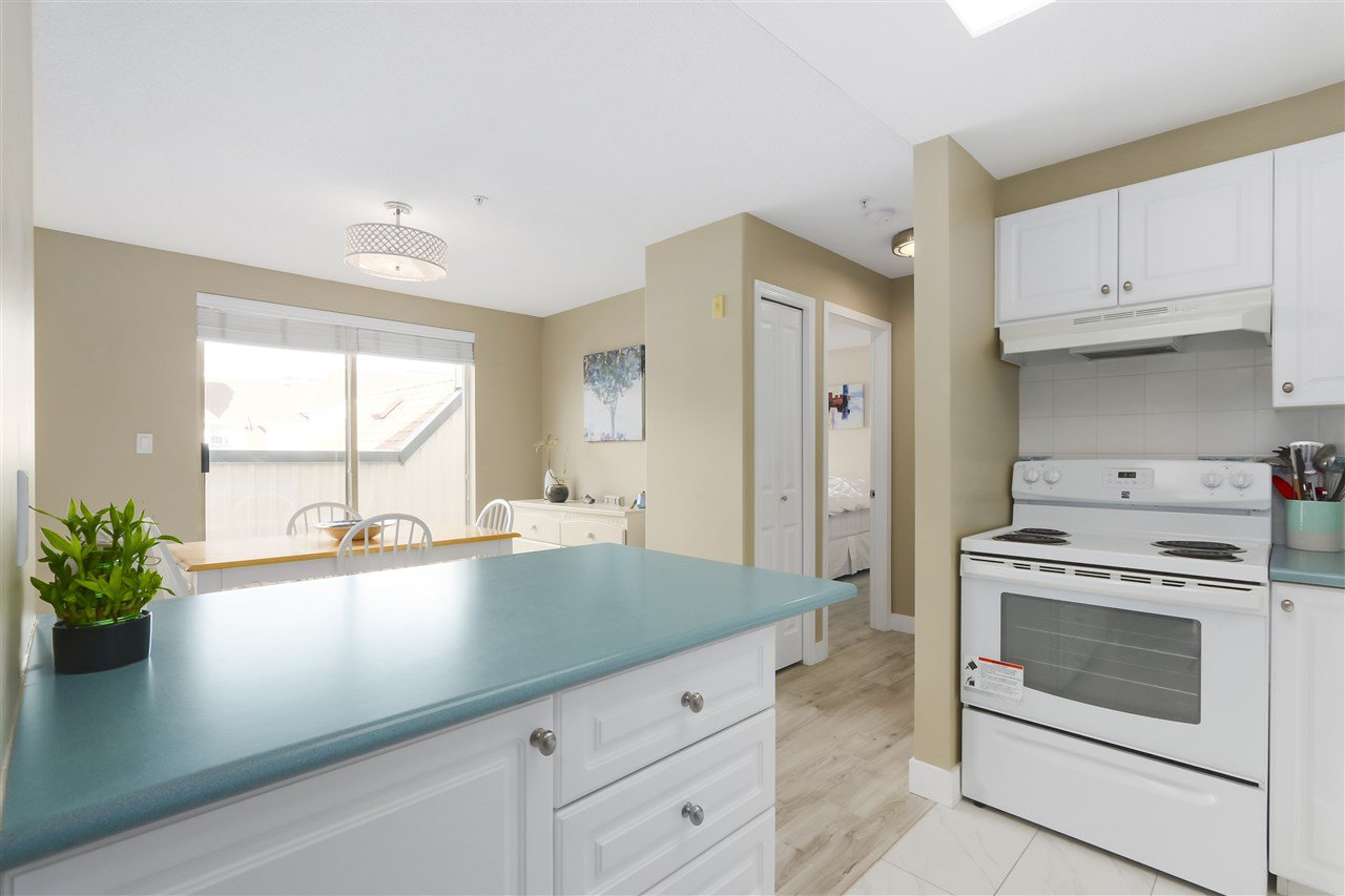"""Photo 9: Photos: 407 1650 GRANT Avenue in Port Coquitlam: Glenwood PQ Condo for sale in """"FORESTSIDE"""" : MLS®# R2353372"""