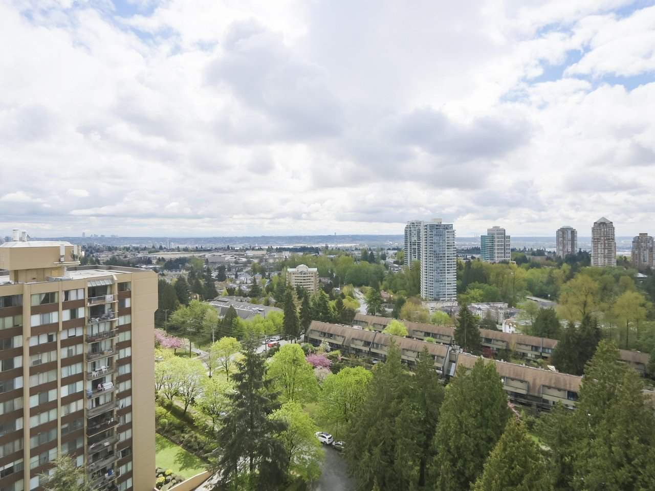 "Photo 2: Photos: 1709 7077 BERESFORD Street in Burnaby: Highgate Condo for sale in ""CITY CLUB ON THE PARK"" (Burnaby South)  : MLS®# R2382596"