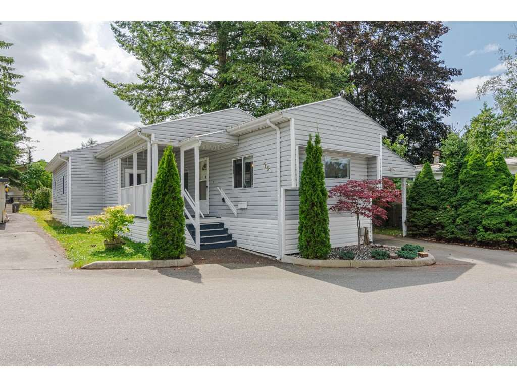 "Main Photo: 79 24330 FRASER Highway in Langley: Otter District Manufactured Home for sale in ""Langley Grove Estates"" : MLS®# R2390843"