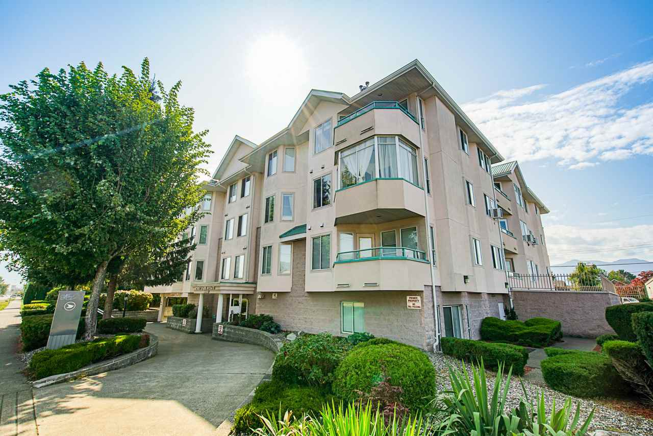 "Main Photo: 102 46000 FIRST Avenue in Chilliwack: Chilliwack E Young-Yale Condo for sale in ""First Park Ave"" : MLS®# R2396416"