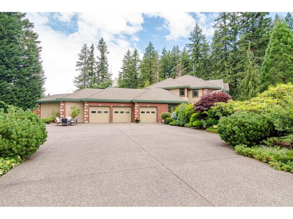 Main Photo: 23495 52 Avenue in Langley: Salmon River House for sale : MLS®# R2474123