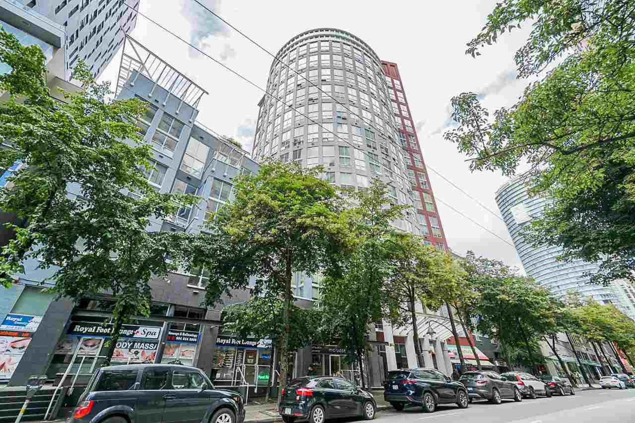 """Main Photo: 316 933 SEYMOUR Street in Vancouver: Downtown VW Condo for sale in """"THE SPOT"""" (Vancouver West)  : MLS®# R2475342"""