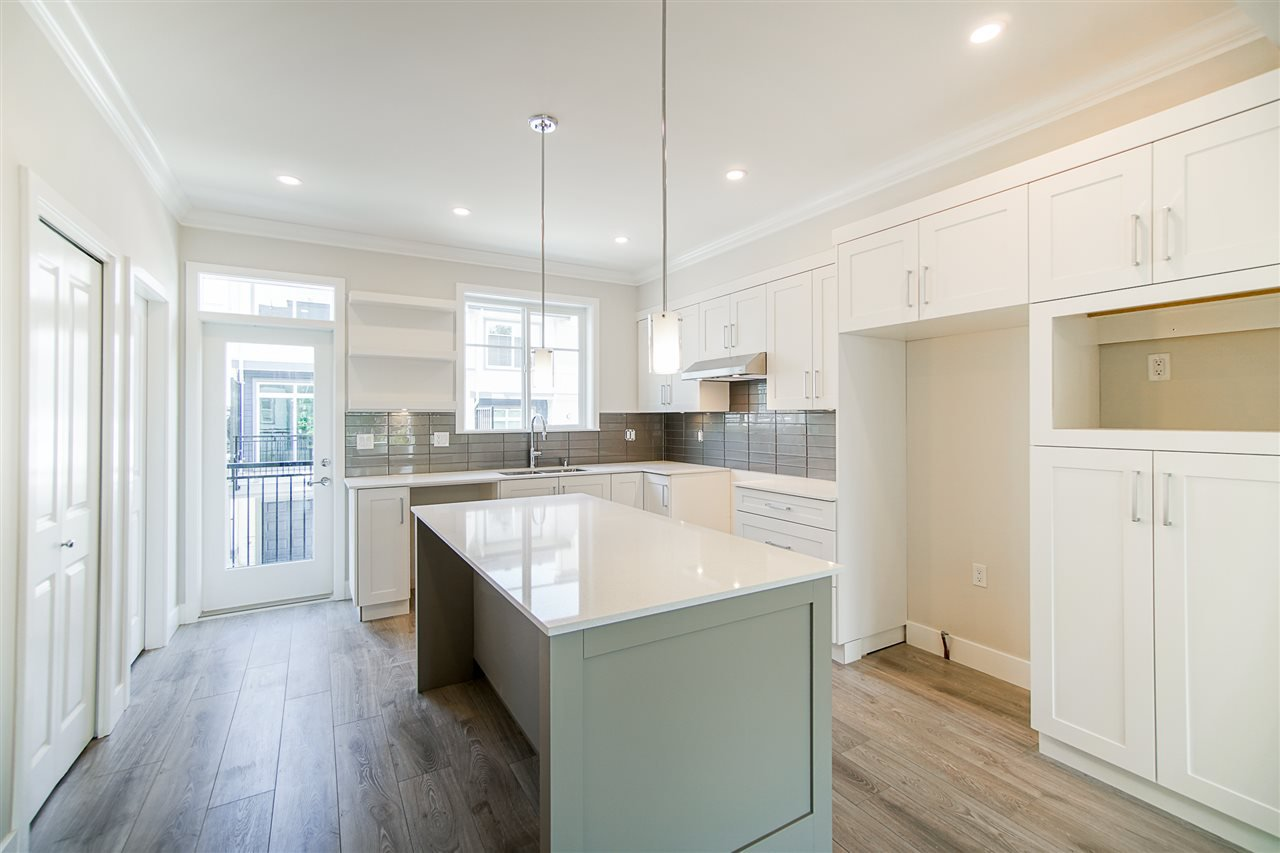 """Main Photo: 48 15665 MOUNTAIN VIEW Drive in Surrey: Grandview Surrey Townhouse for sale in """"Imperial"""" (South Surrey White Rock)  : MLS®# R2505446"""