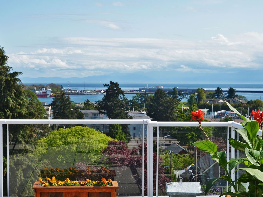 South West Corner Penthouse Suite with year round gorgeous views!