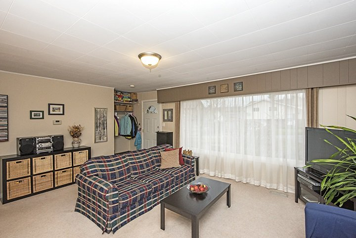 Photo 4: Photos: 704 GROVER Avenue in Coquitlam: Coquitlam West House for sale : MLS®# R2024332