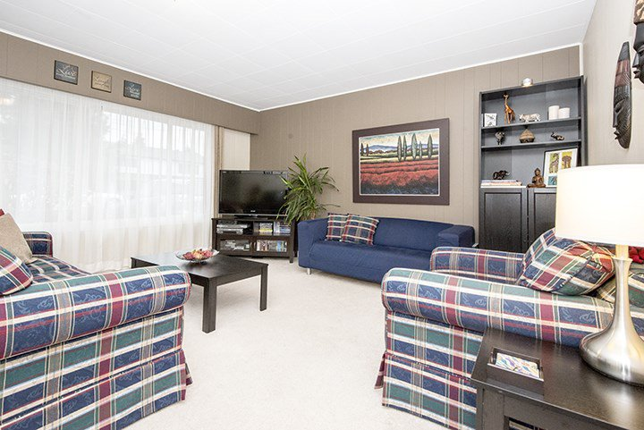 Photo 3: Photos: 704 GROVER Avenue in Coquitlam: Coquitlam West House for sale : MLS®# R2024332