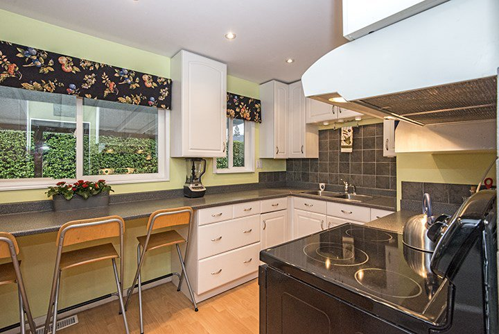 Photo 7: Photos: 704 GROVER Avenue in Coquitlam: Coquitlam West House for sale : MLS®# R2024332