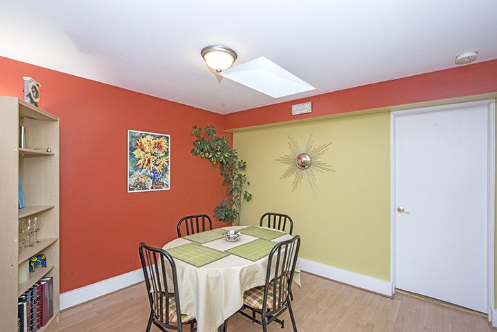 Photo 5: Photos: 704 GROVER Avenue in Coquitlam: Coquitlam West House for sale : MLS®# R2024332