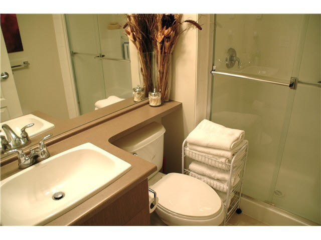 """Photo 14: Photos: 417 2088 BETA Avenue in Burnaby: Brentwood Park Condo for sale in """"MEMENTO"""" (Burnaby North)  : MLS®# R2110935"""