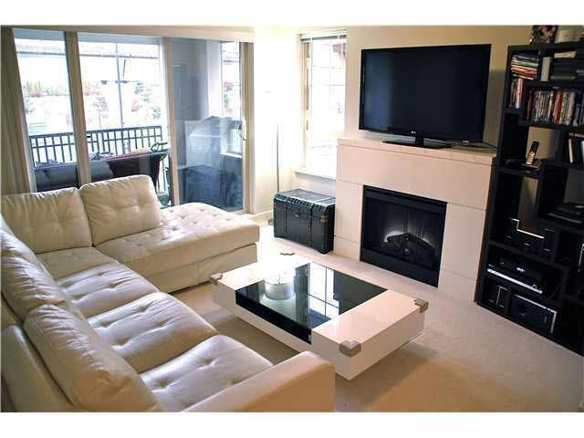 """Photo 5: Photos: 417 2088 BETA Avenue in Burnaby: Brentwood Park Condo for sale in """"MEMENTO"""" (Burnaby North)  : MLS®# R2110935"""