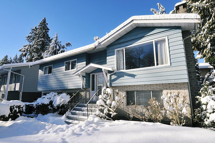 Main Photo: 1656 CONNAUGHT Drive in Port Coquitlam: Lower Mary Hill House for sale : MLS®# R2137362