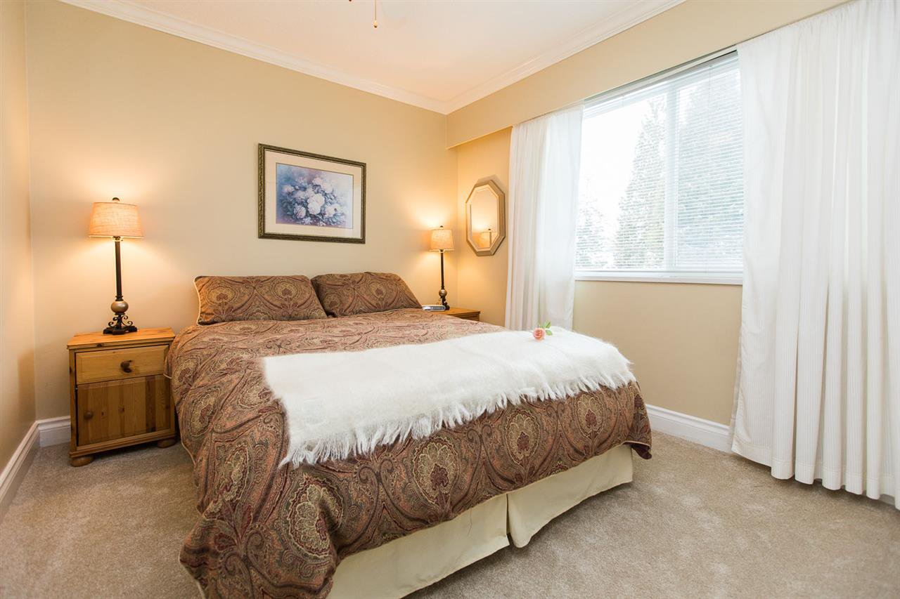 "Photo 12: Photos: 6682 BAKER Road in Delta: Sunshine Hills Woods House for sale in ""Sunshine Hills"" (N. Delta)  : MLS®# R2137622"