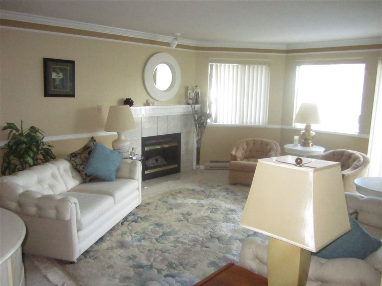 "Photo 2: Photos: 306 22222 119 Avenue in Maple Ridge: West Central Condo for sale in ""OXFORD MANOR"" : MLS®# R2139607"