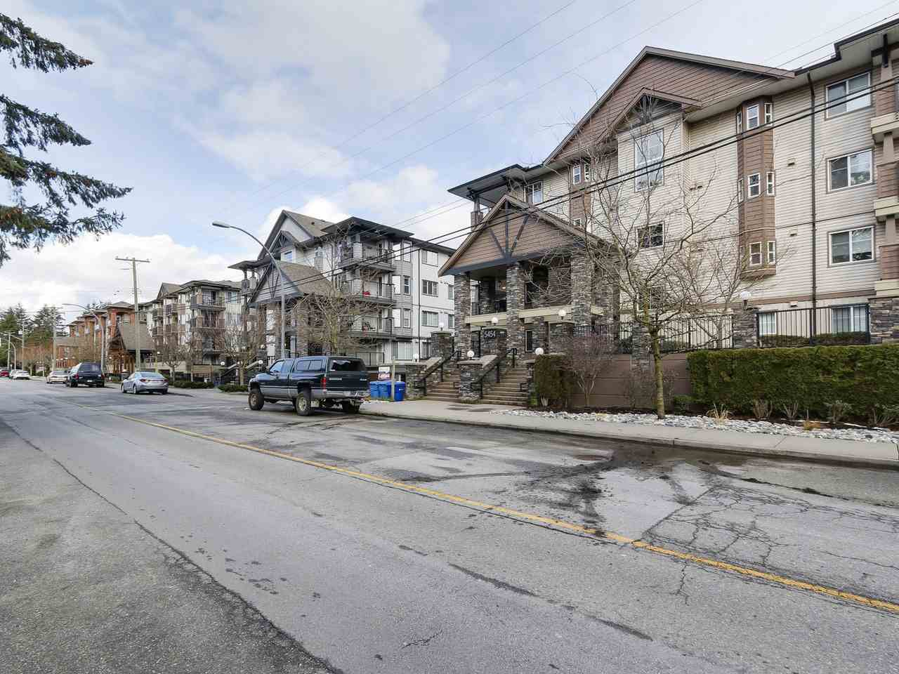 """Main Photo: 407 5454 198TH Street in Langley: Langley City Condo for sale in """"BRYDON WALK"""" : MLS®# R2144433"""
