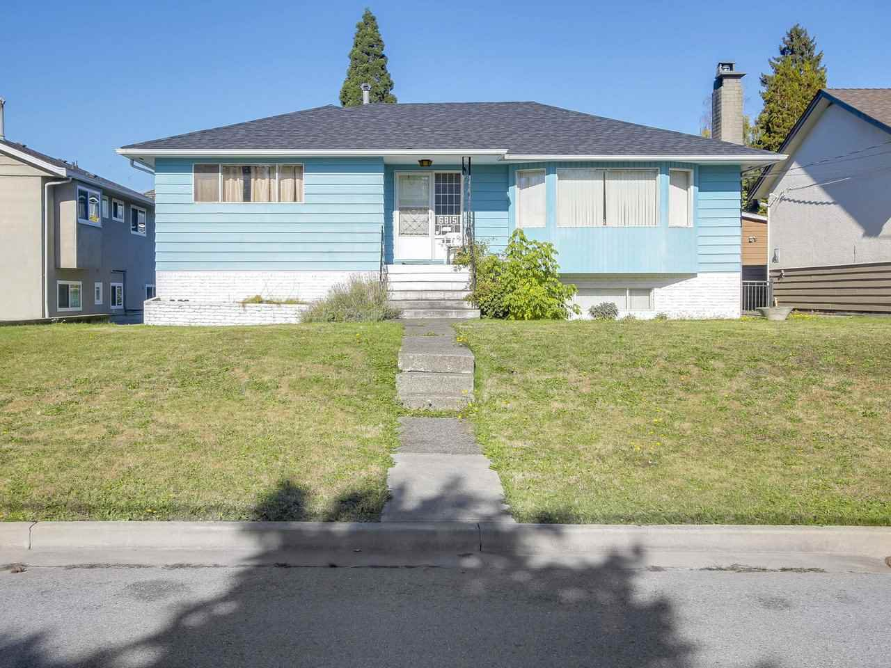 Main Photo: 6815 YEOVIL Place in Burnaby: Montecito House for sale (Burnaby North)  : MLS®# R2217977